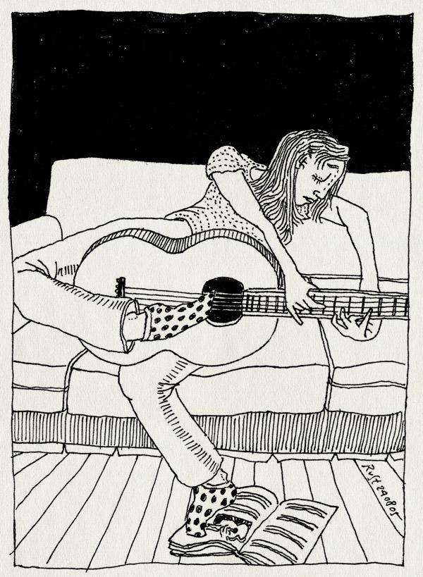 tekening 511, martine 10e gitaar spelen tenen voeten stippen guitar playing polka dots couch bank