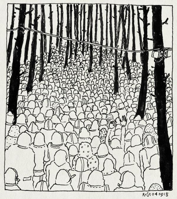 tekening 3024, bomen, bospodium, festival, into the great wide open, itgwo, itgwo15, massa, mensen, mensenmassa, regenjassen