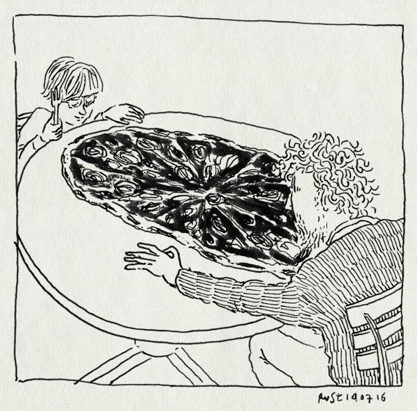tekening 3338, een meter, eten, groot, mangiamore, mannen, midas, pizza, ria, salami, terras, vaderzoontijd